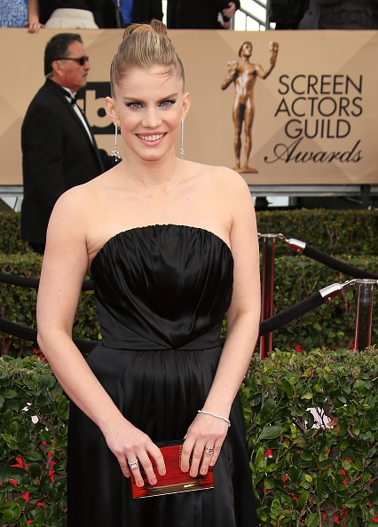 LOS ANGELES, CA - JANUARY 30: Actress Anna Chlumsky attends the 22nd Annual Screen Actors Guild Awards at The Shrine Auditorium on January 30, 2016 in Los Angeles, California. (Photo by Dan MacMedan/WireImage)