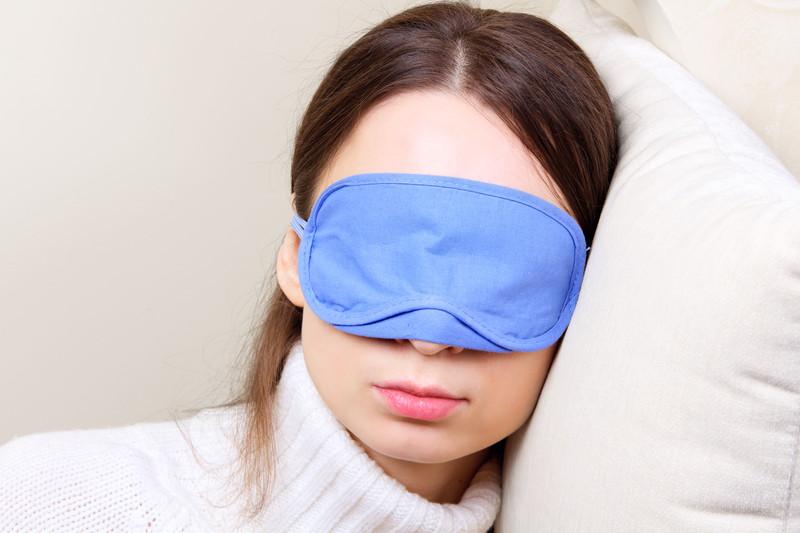 Сон одеваешь маску
