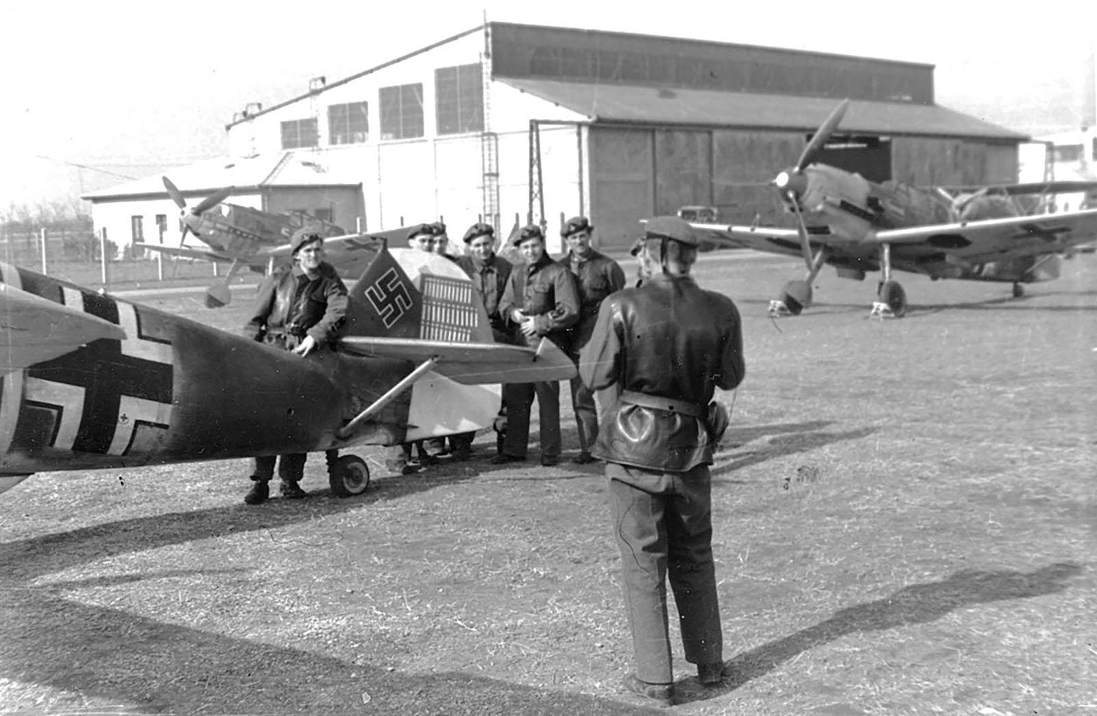 746570283_Messerschmitt-Bf-109E3-Stab-I.