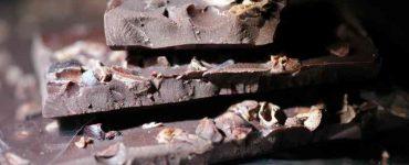 dark chocolate causes acne