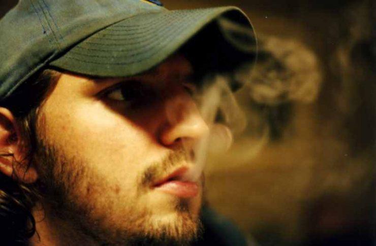 smoking cause acne