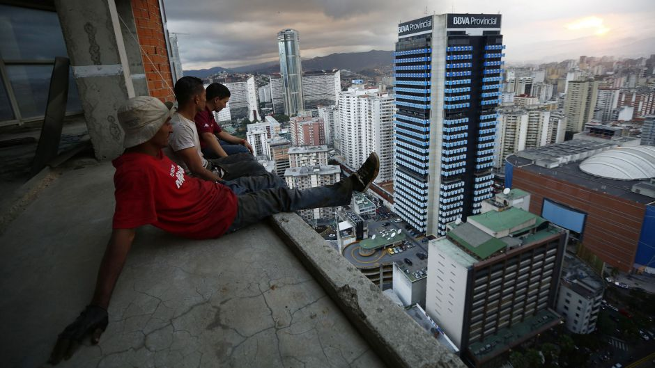 torre-david-tower-of-david-caracas-vertical-slum-featured-image1