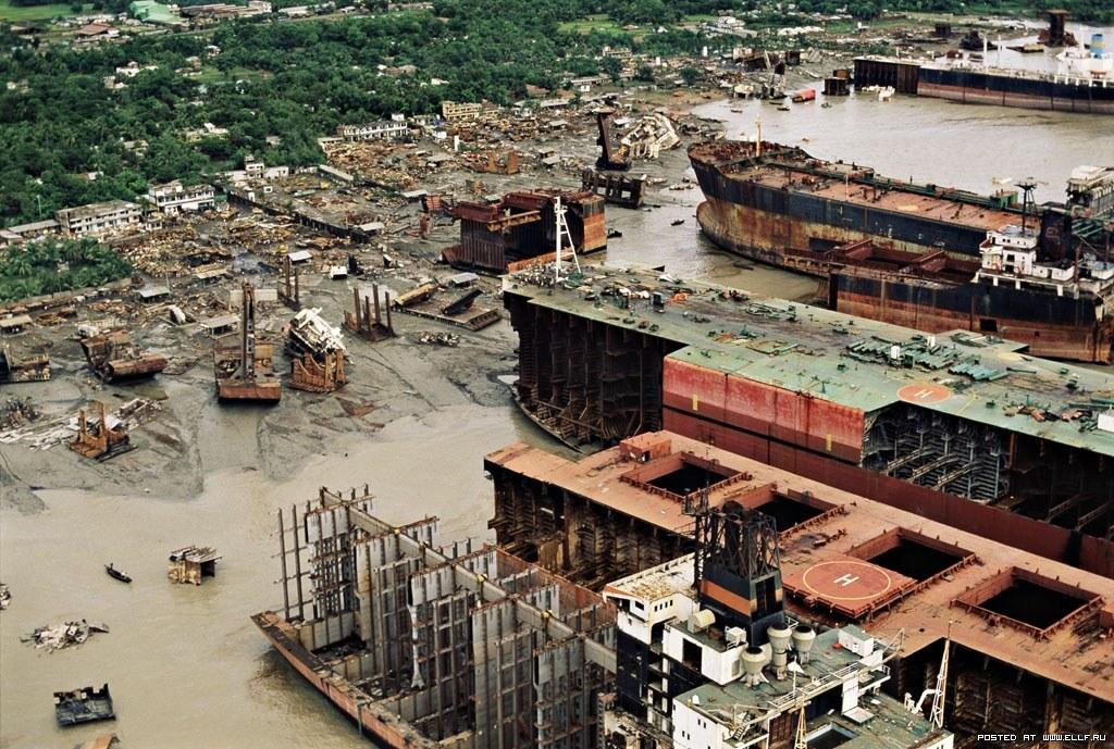 An overhead view of a ship breaking yard. Photo: Stephane M. Grueso
