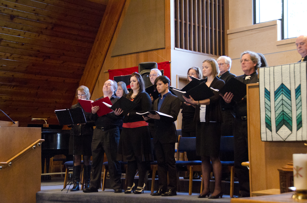 A dozen singers compromise the cast of Bennu's Birds.