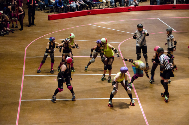 The Juneau Rollergirls throw down in the Tinsel Town Knock Down.