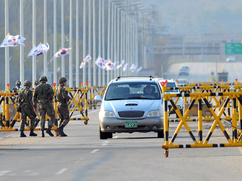 South Korean soldiers stand beside barricades as cars drive on the road leading to North Korea's Kaesong industrial complex on Friday. Jung Yeon-je/AFP/Getty Images