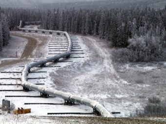 Alaska pipeline (Photo by U.S. Geological Survey)