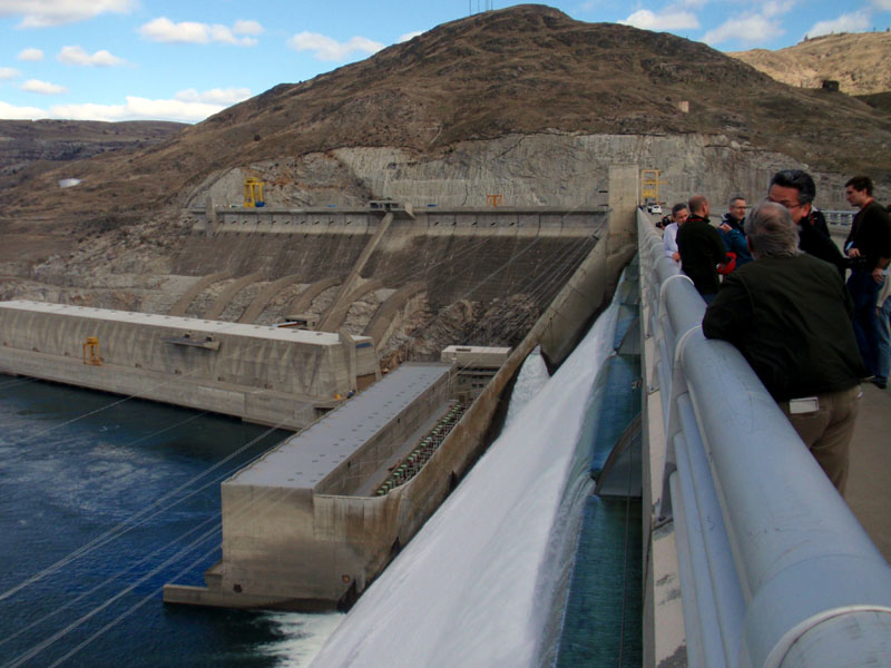 A pre-conference tour of Grand Coulee Dam on Monday kicked off a conversation about restoring salmon to the Upper Columbia Basin. (Photo by Tom Banse/NNN)