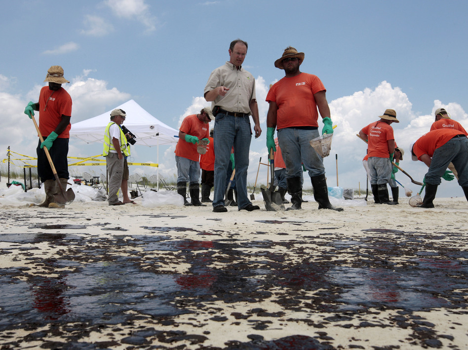 BP Mobile Incident Commander Keith Seilhan talks with oil cleanup workers in Gulf Shores, Ala., in July 2010. Seilhan has settled with SEC regulators who say he avoided $100,000 in stock and options losses by trading on inside information related to the spill. Dave Martin/AP