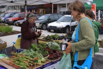 Lisa Sadleir-Hart distributes excess produce from her garden at Sitka's Farmers Market. (SLFN photo)
