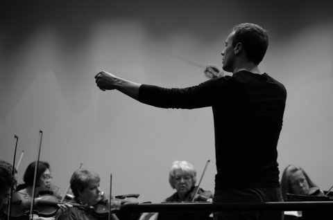 Wesley Schulz in rehearsal with Bainbridge Symphony Orchestra. (Photo courtesy Dominique Cantwell)
