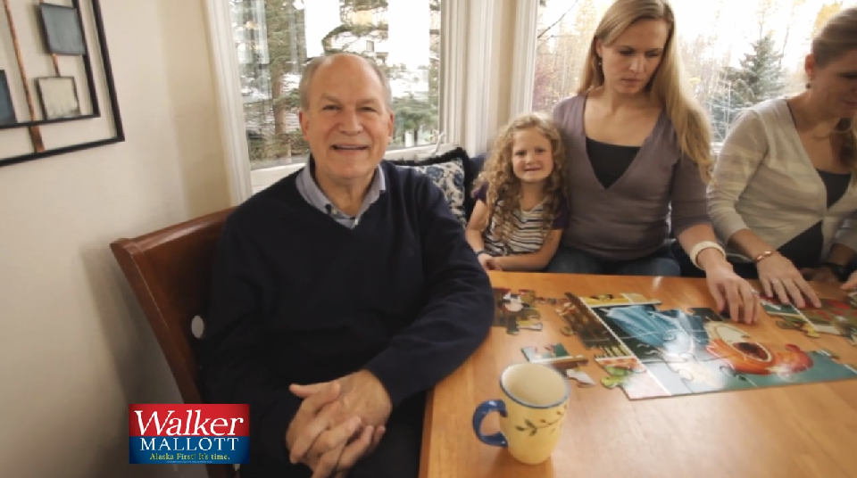 Screen shot of independent gubernatorial candidate Bill Walker's Spanish-language ad.