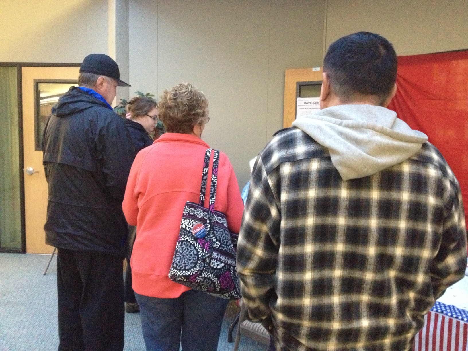 A line of people waited to vote early at the Mendenhall Mall Sunday.  (Photo by Lisa Phu/KTOO)