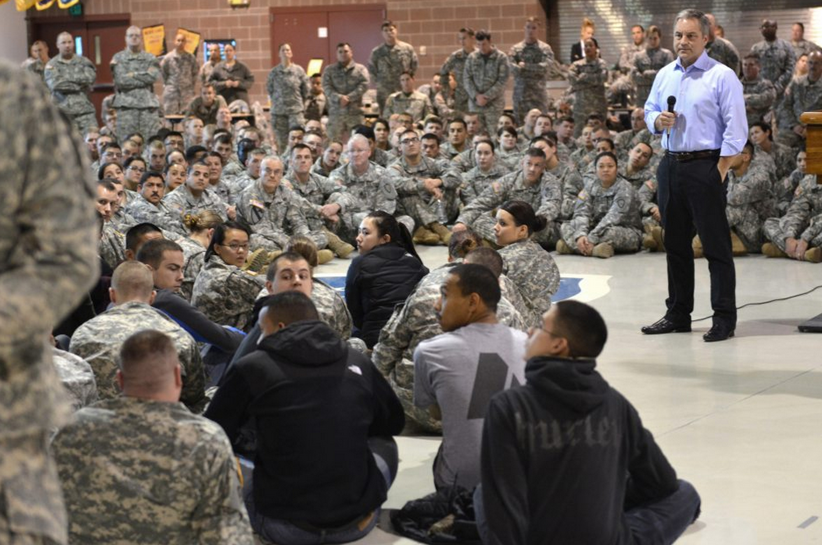 Gov. Sean Parnell holds a closed-door session with Alaska National Guard members Oct. 19 at Joint Base Elmendorf-Richardson in Anchorage. Colonels, generals and reporters were not allowed into the meeting. (Photo courtesy of Sharon Leighow/Office of the Governor)