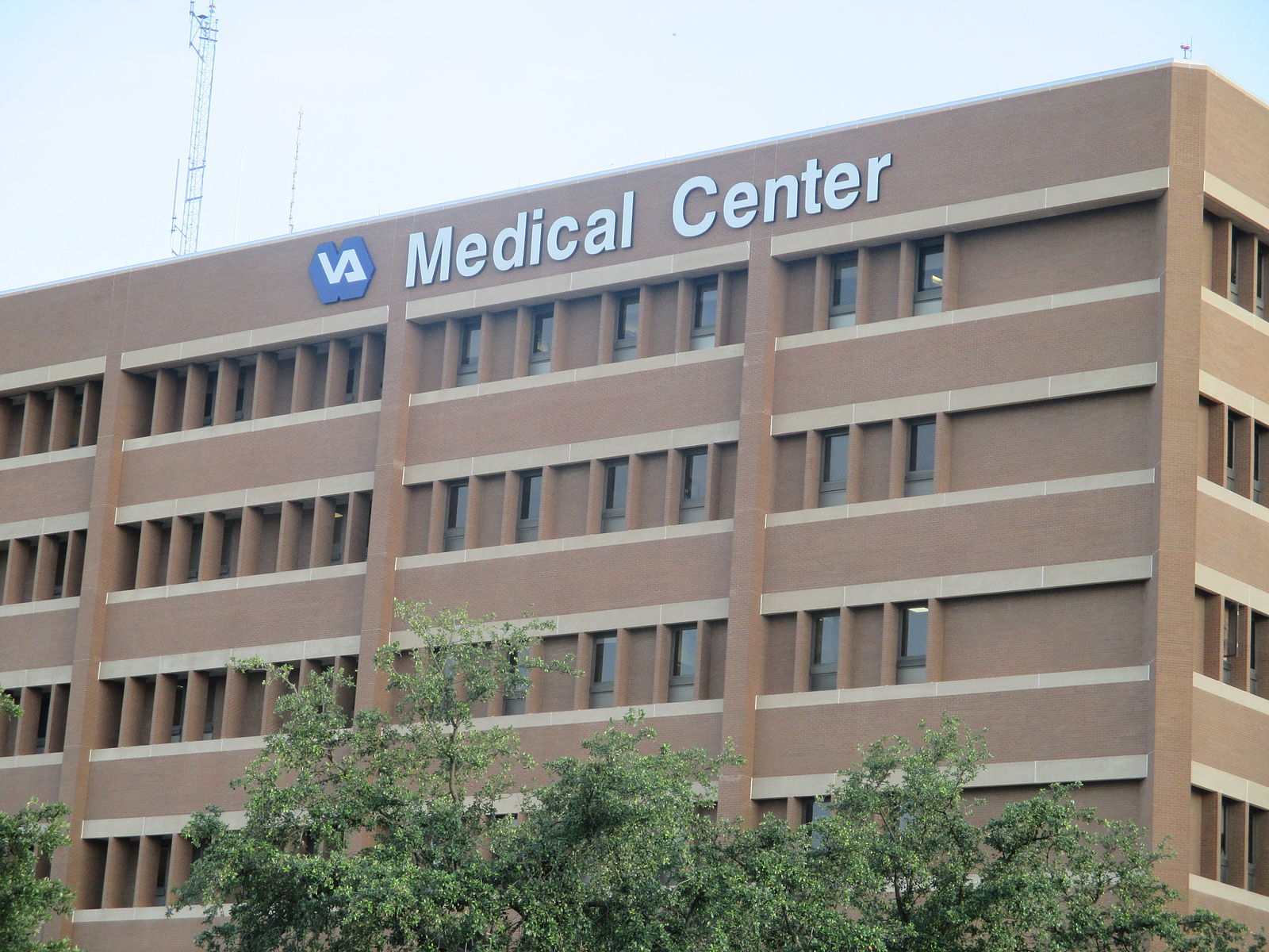 Audie L. Murphy Veterans Administration Hospital in San Antonio, Texas. (Creative Commons photo by Billy Halthorn)
