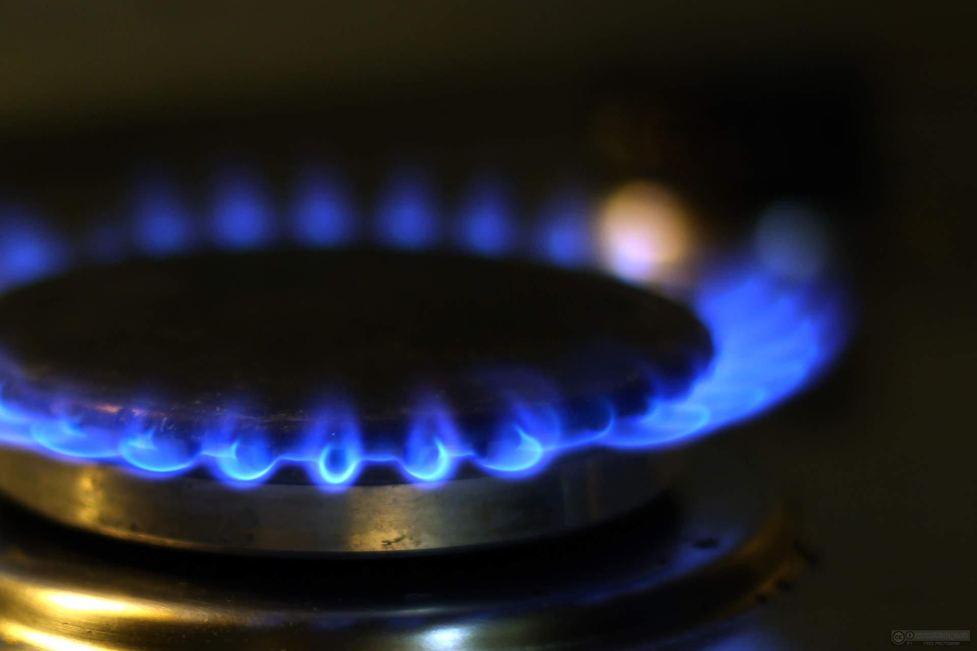 natural gas stove flame blue