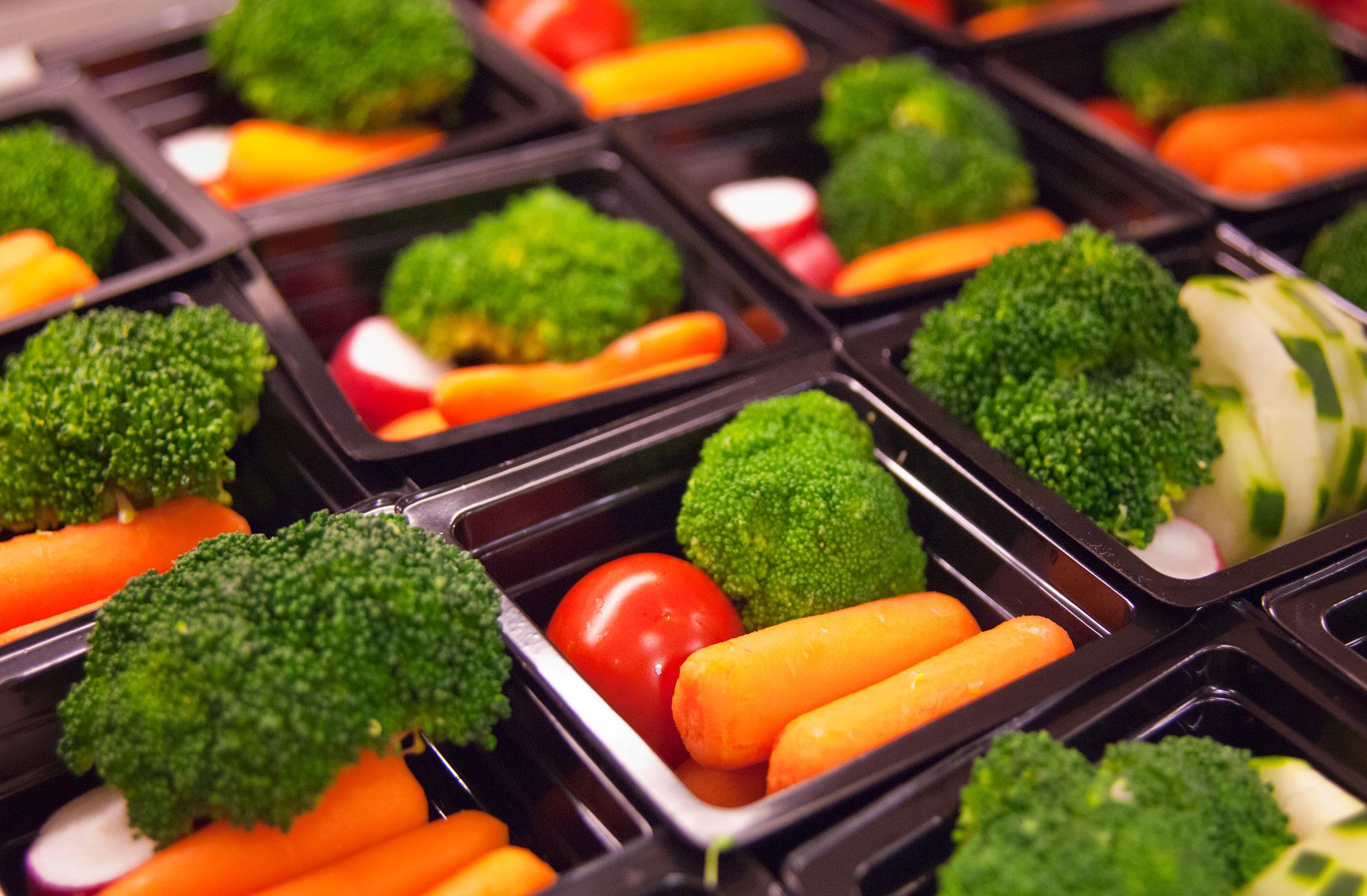 Fresh vegetable cups prepared for the National School Lunch Program at Washington-Lee High School in Arlington, Va. Bob Nichols/Flickr/USDA
