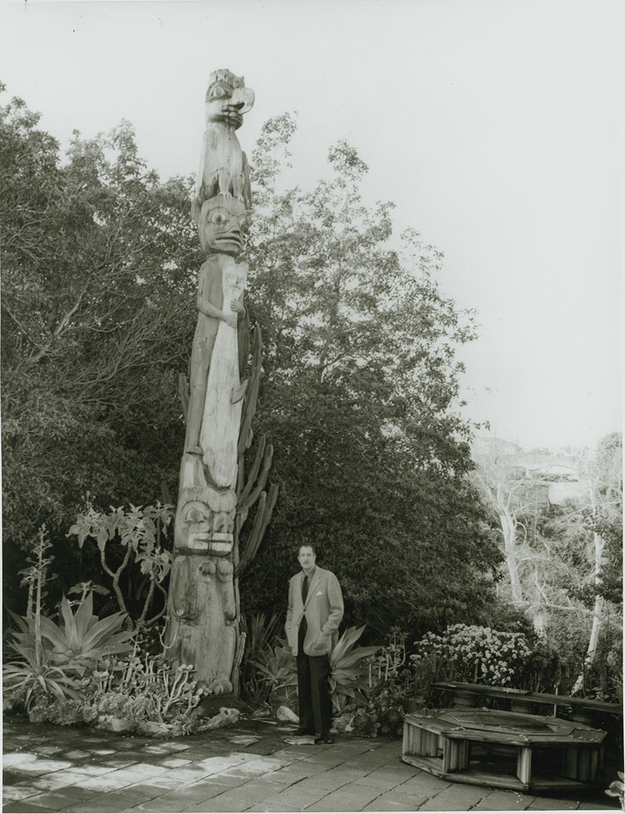 Vincent Price with Tuxican totem pole, circa 1950. (Image courtesy of Ketchikan Museum)