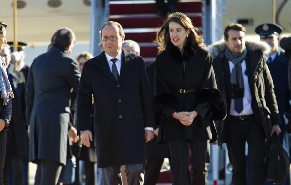 French President François Hollande is accompanied by U.S. Deputy Chief of Protocol Natalie Jones, upon his arrival at Andrews Air Force Base, Md., on Tuesda