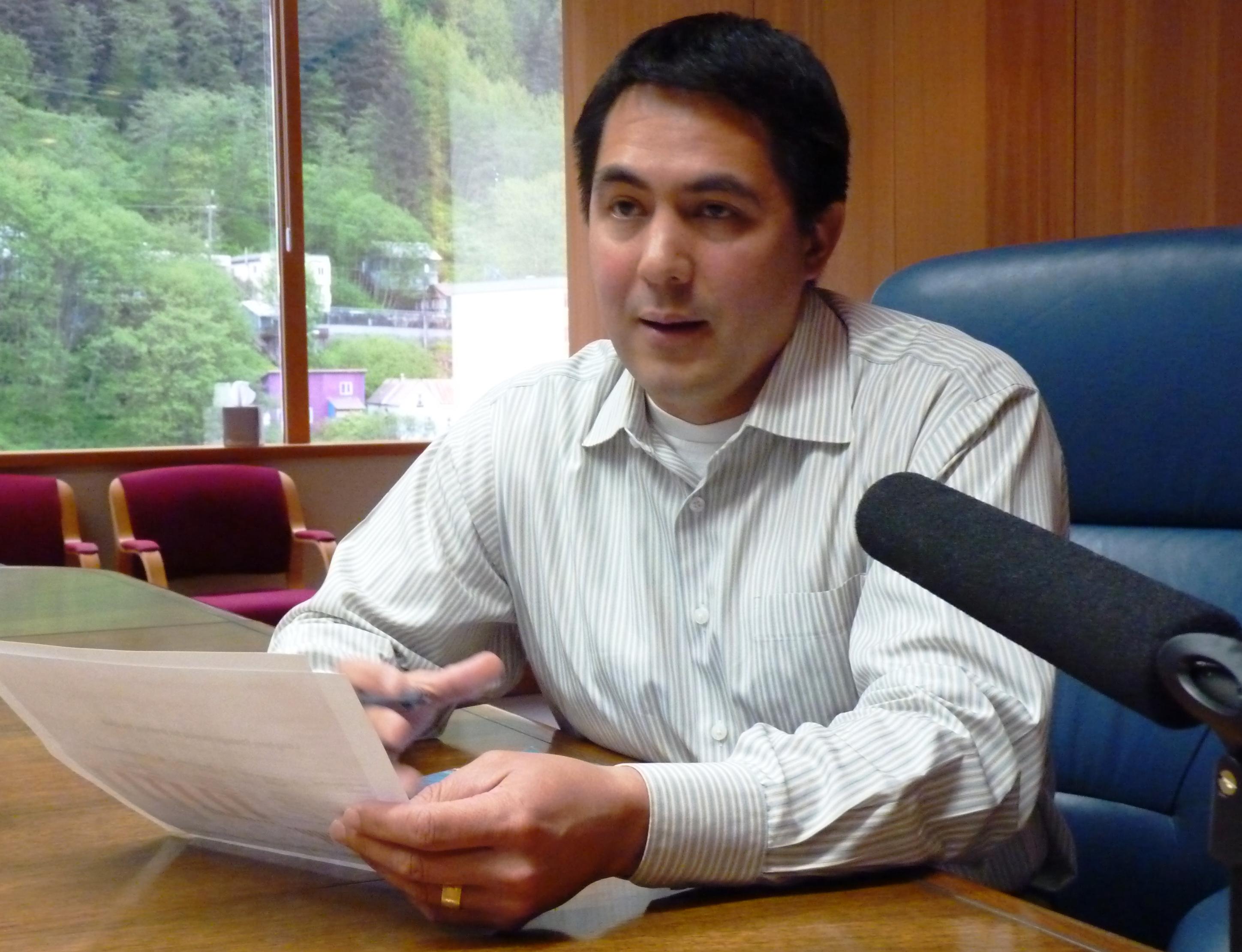 Sealaska CEO Anthony Mallott discusses the regional Native corporation's finances May 2, 2016, (Photo by Ed Schoenfeld/CoastAlaska News)