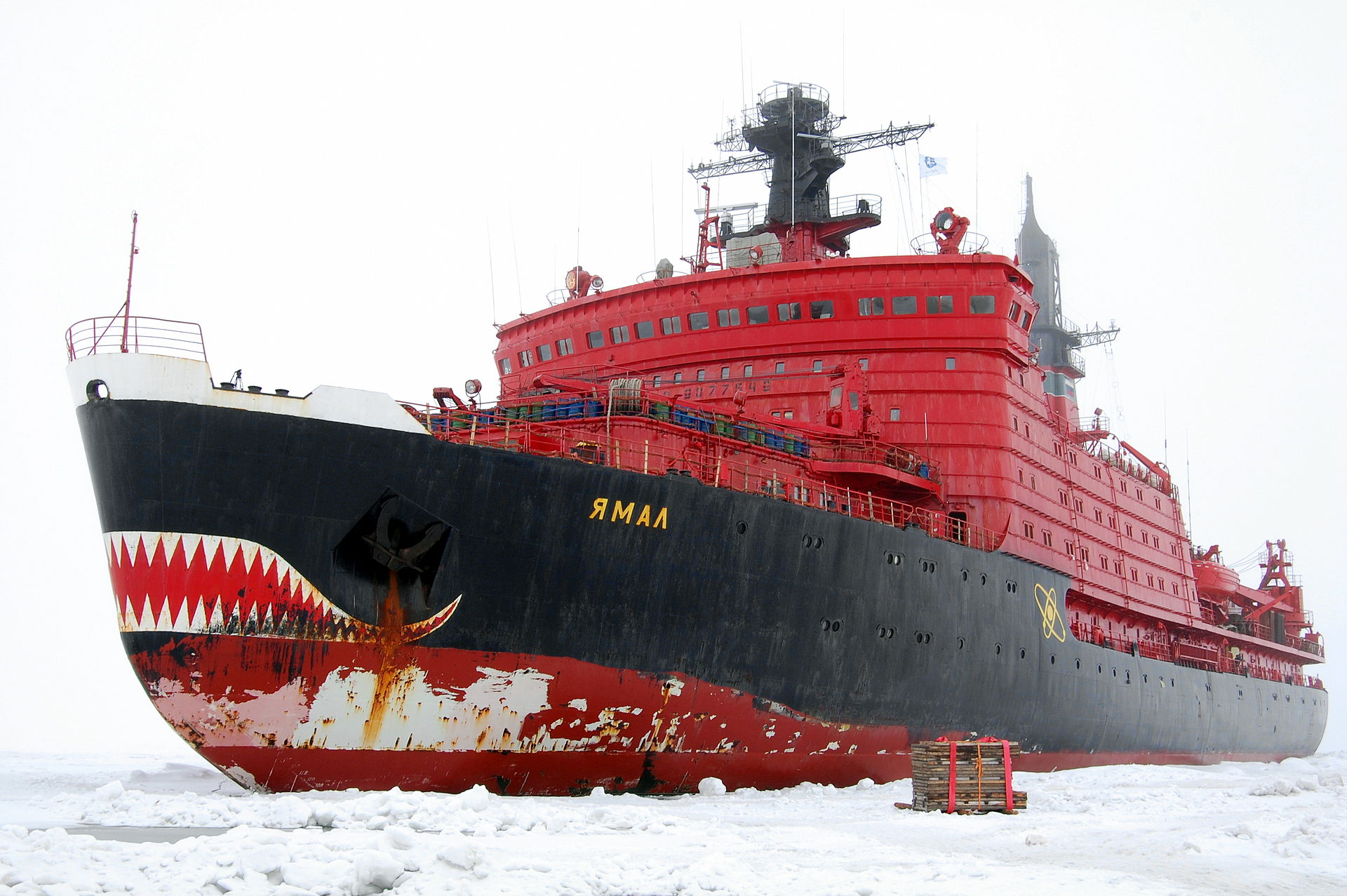 Icebreaker Yamal during removal of manned drifting station North Pole-36. August 2009. (Creative Commons photo by Pink floyd88)