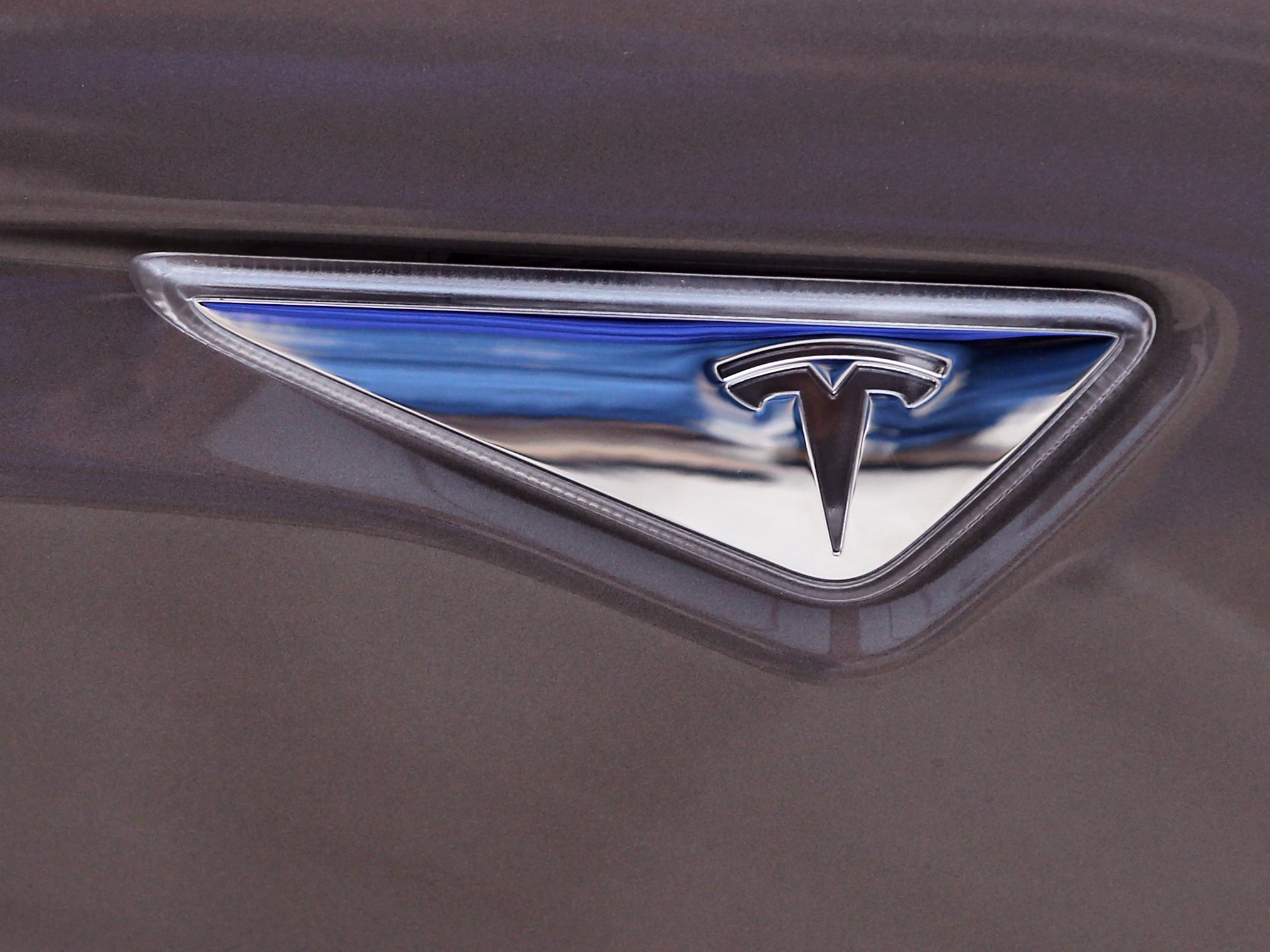 Tesla logo on the new Tesla Model S 70D