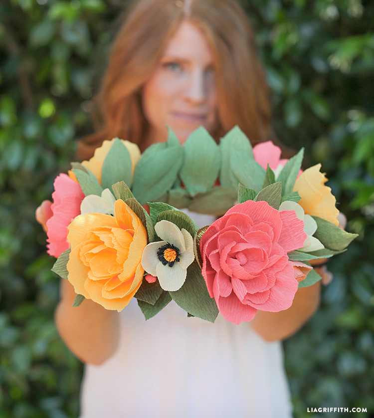 Цветы на голову из гофрированной бумаги своими руками