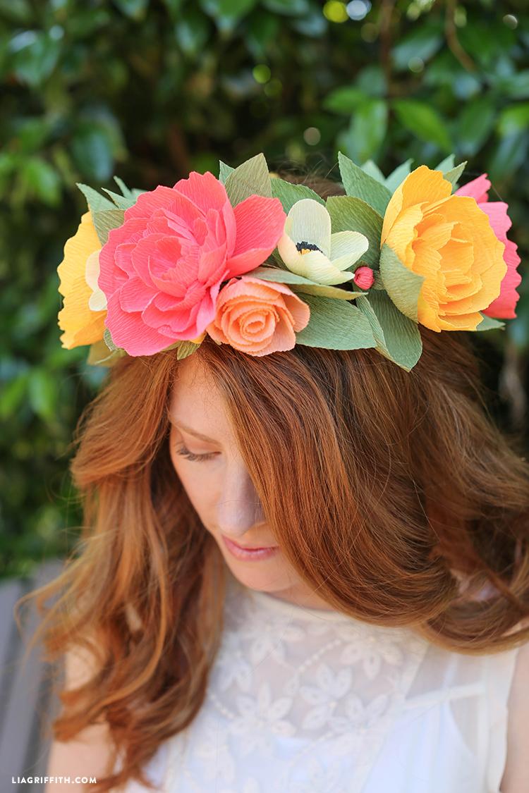 Веночки из бумажных цветов на голову