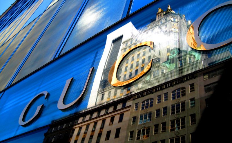Gucci store reflection: luxury in e-commerce
