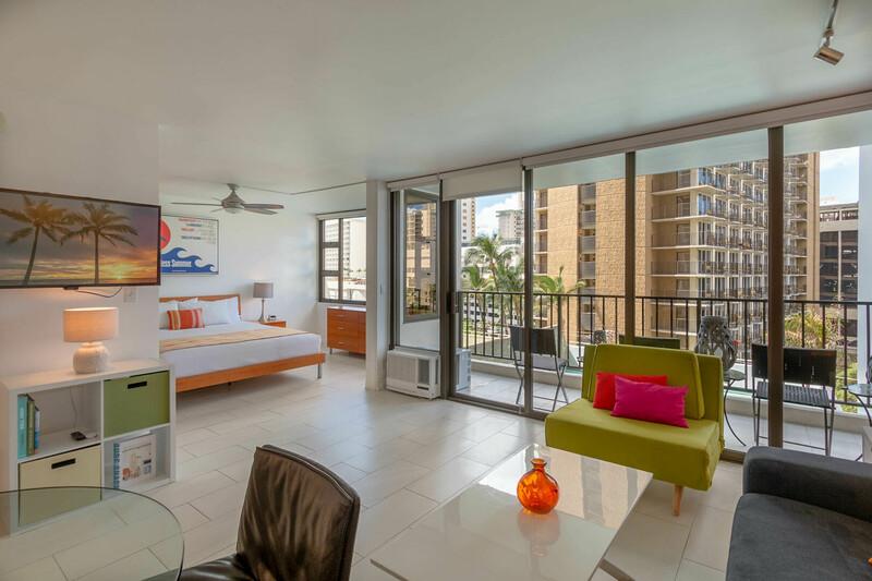 Waikiki Banyan Tower 1 Suite 708 photo