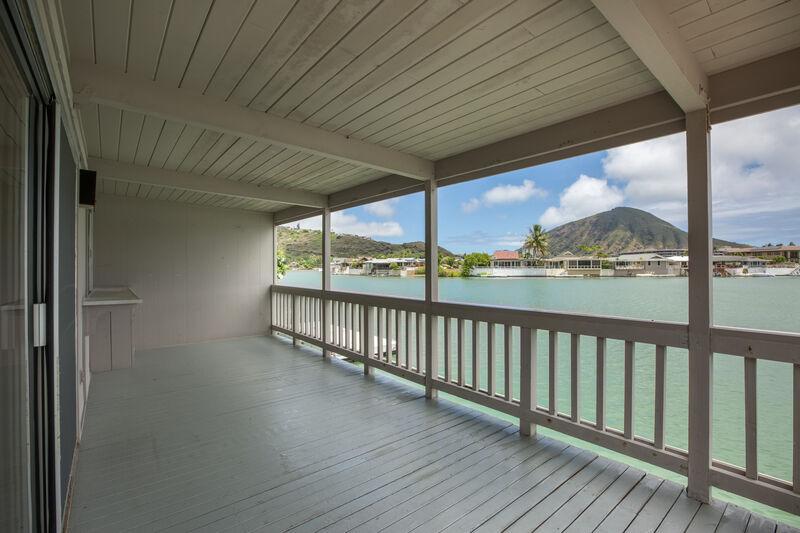 Hawaiian Harbor Escape