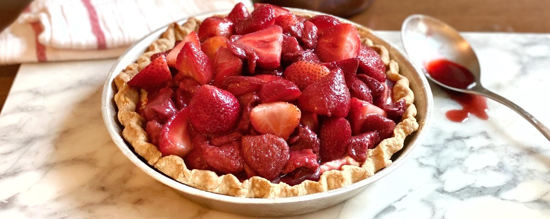 Roasted strawberry pie horizontal