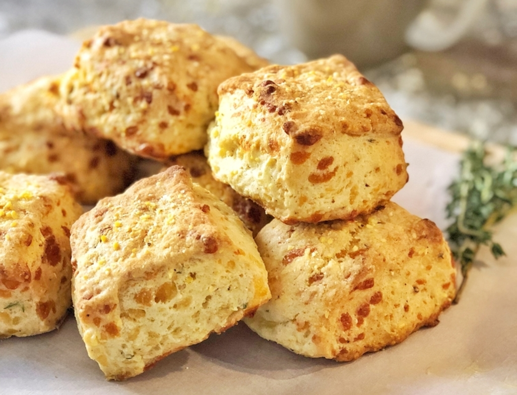 Cornmeal biscuits with cheddar   thyme web