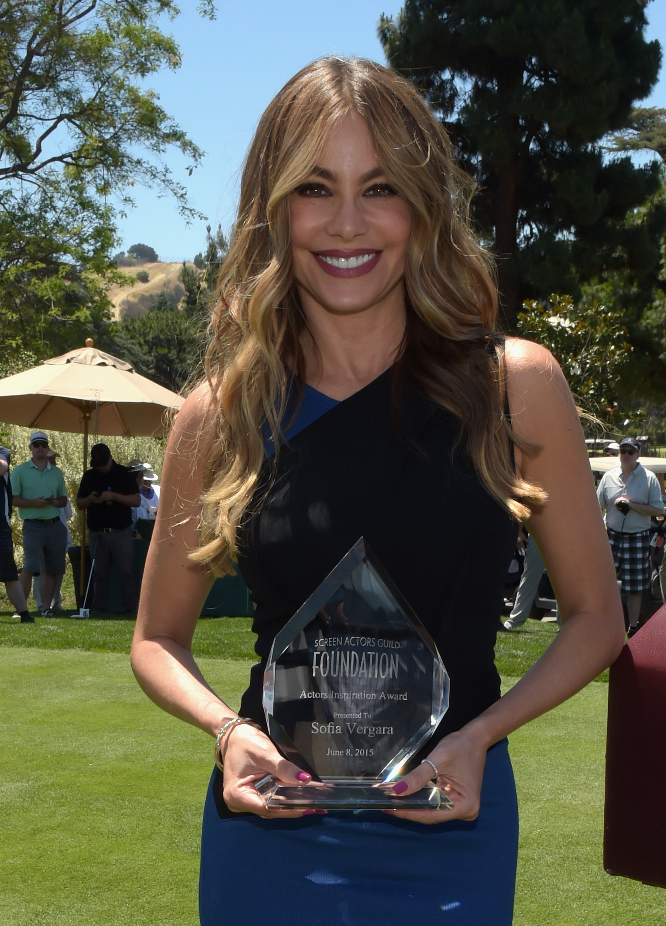 Honoree Sofia Vergara poses with the Inaugural Actors Inspiration Award at the Screen Actors Guild Foundation's 6th Annual Los Angeles Golf Classic on June 8, 2015 in Burbank, California.  (Photo by Jason Kempin/Getty Images for The Screen Actors Guild Foundation)