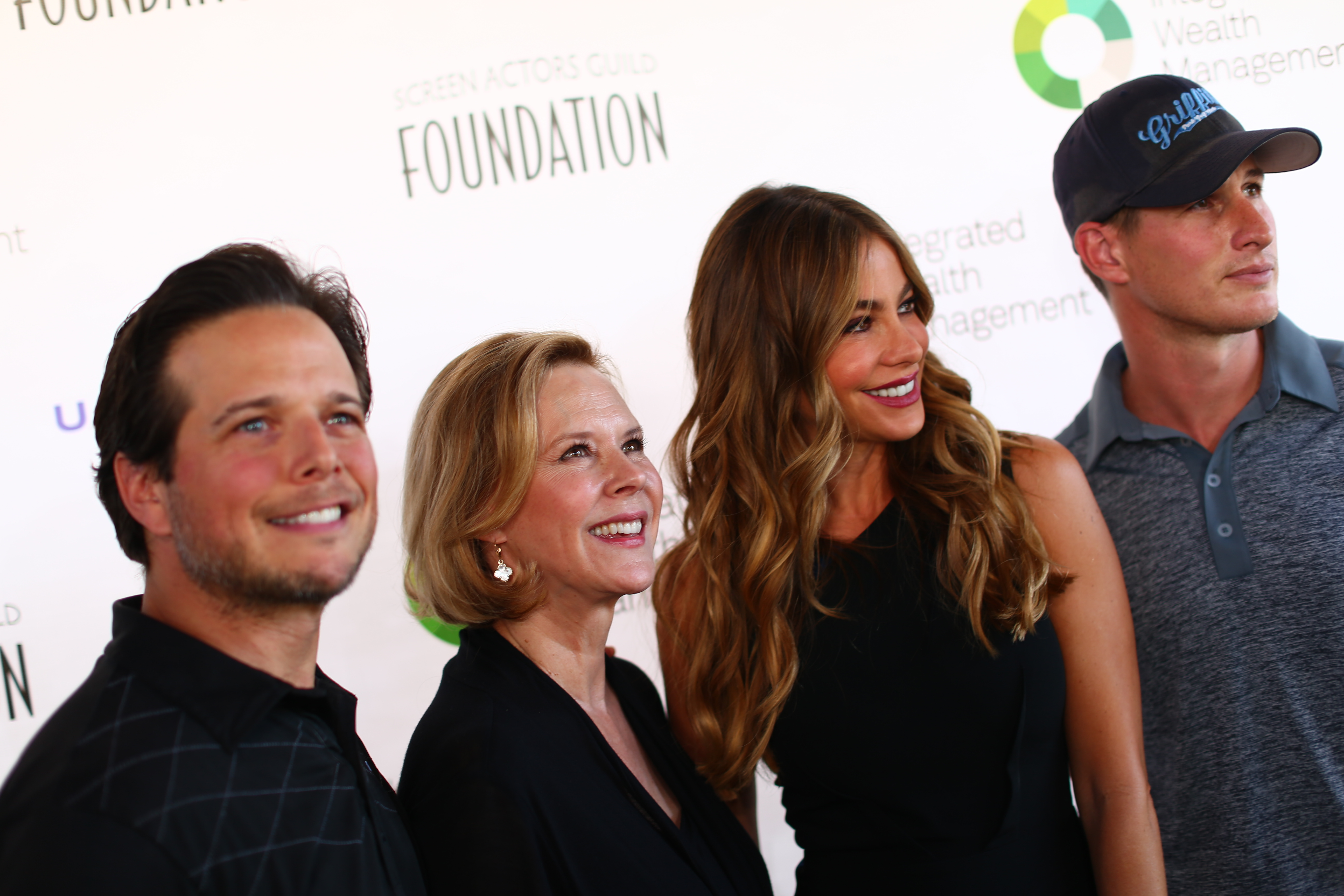 (L-R) Actor Scott Wolf, President of the SAG Foundation JoBeth Williams, actress Sofia Vergara and actor Brendan Fehr attend The Screen Actors Guild Foundation's 6th Annual Los Angeles Golf Classic on June 8, 2015 in Burbank, California.  (Photo by Mark Davis/Getty Images for The Screen Actors Guild Foundation) *** Local Caption *** JoBeth Williams;Brendan Fehr;Sofia Vergara;Scott Wolf