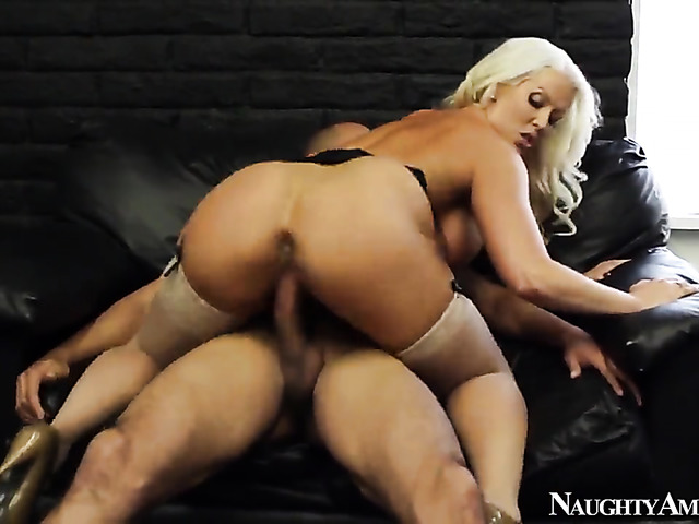 Blonde with big butt and shaved cunt has some