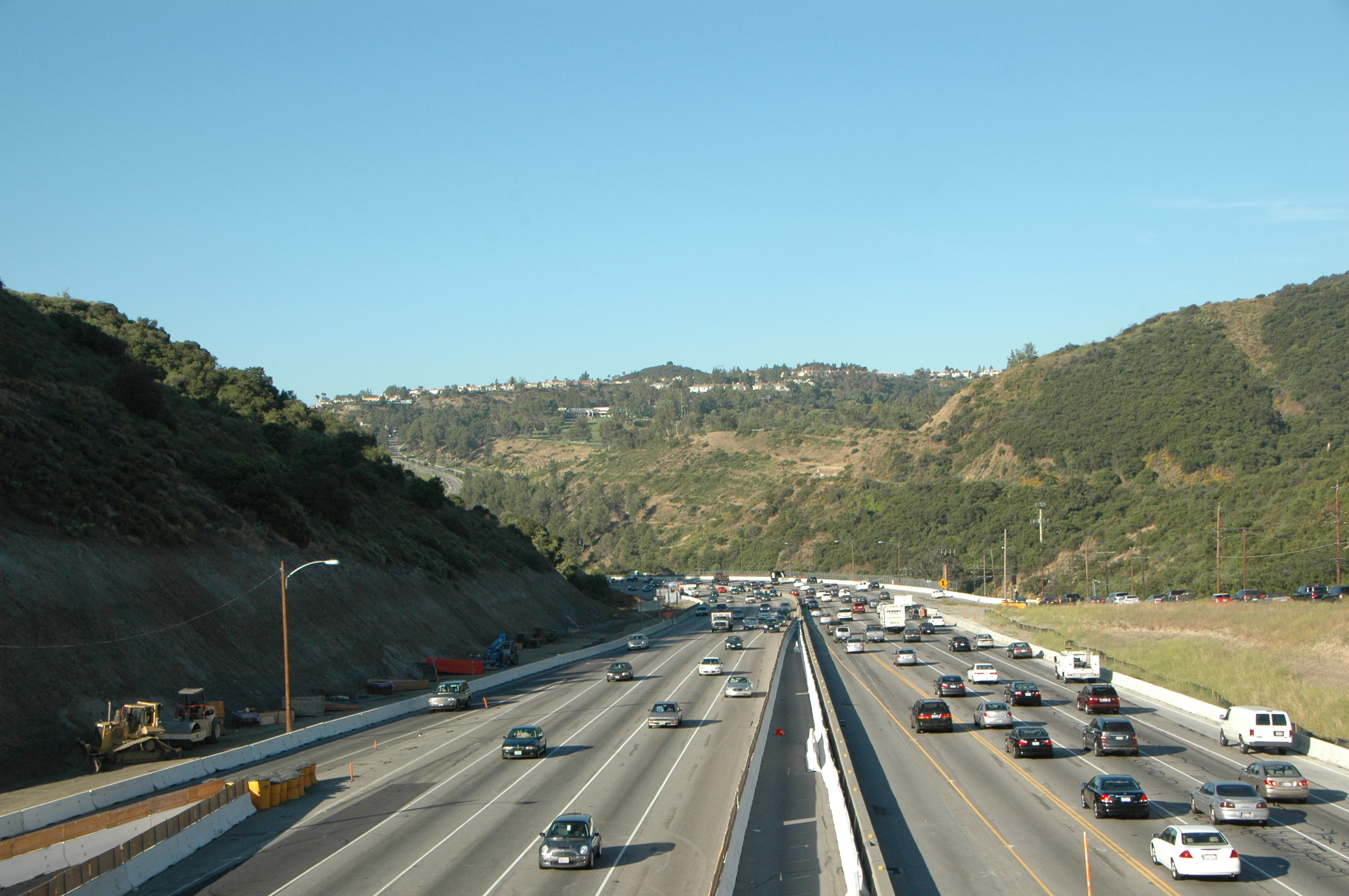 Tráfico en la autopista I-405 en el Paso Sepúlveda. (Foto José Ubaldo/Metro)