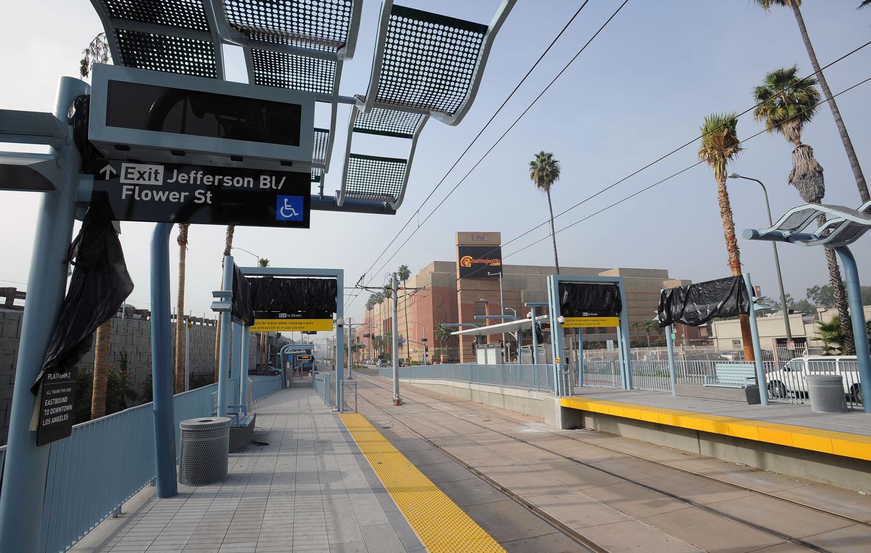 Todos los señalamientos están bien visibles y facilitan la ubicación de la estación (foto Juan Ocampo/El Pasajero).