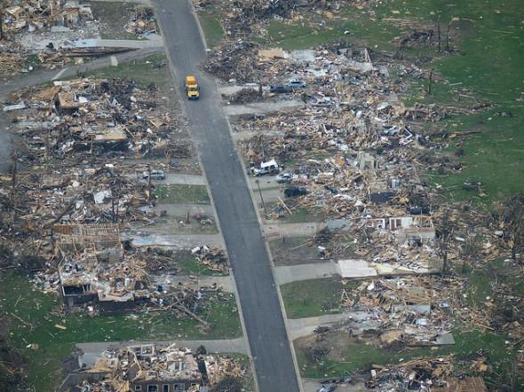 Vista de los daños causados por el tornado que sufrió Joplin, Missouri, en mayo de 2011. Fotografía de Bob Webster, vía Flickr creative commons.