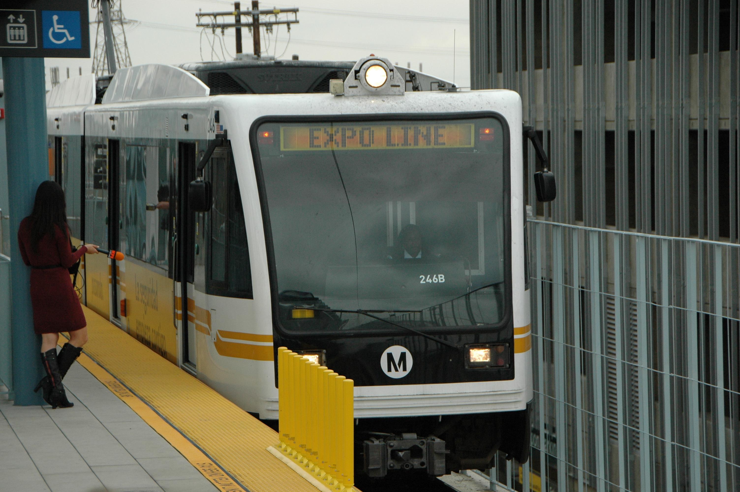 Tren entrando a la estación La Ciénega/Jefferson. (Foto José Ubaldo/El Pasajero).