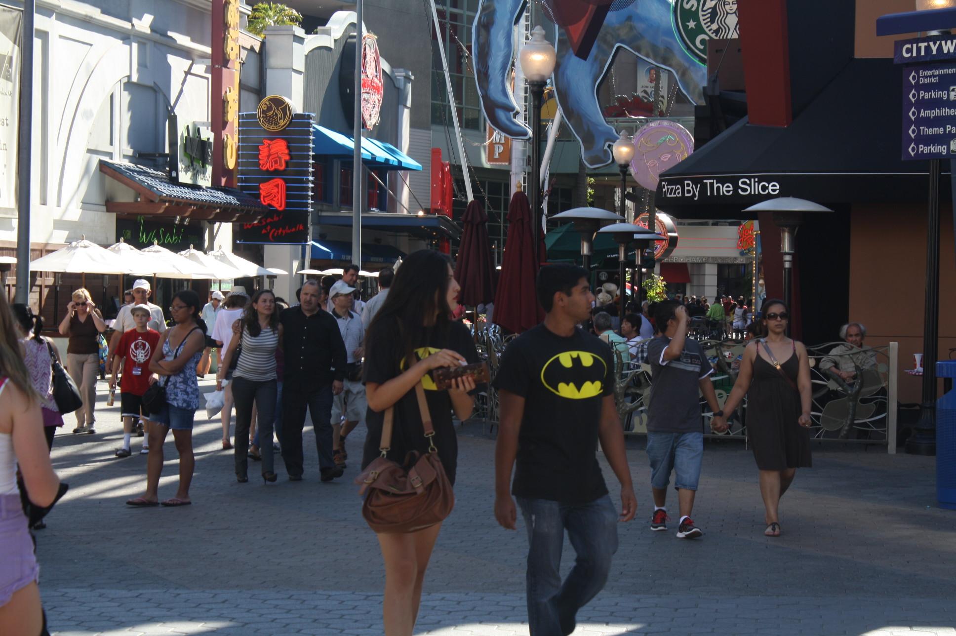 Fue un día de reflexión el viernes, pero eso no impidió a los admiradores de Batman llegar a ver la última película de la Trilogía de Christopher Nolan (Foto Agustín Durán/ El Pasajero).