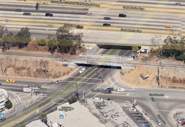 Foto del puente sobre el bulevar National. Foto Google Maps.