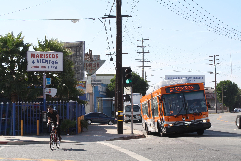 Los autobuses de Metro lo llevan hasta la puerta de El 4 Vientos sin tener que preocuparse por estacionamiento. (Foto Agustín Durán/El Pasajero).