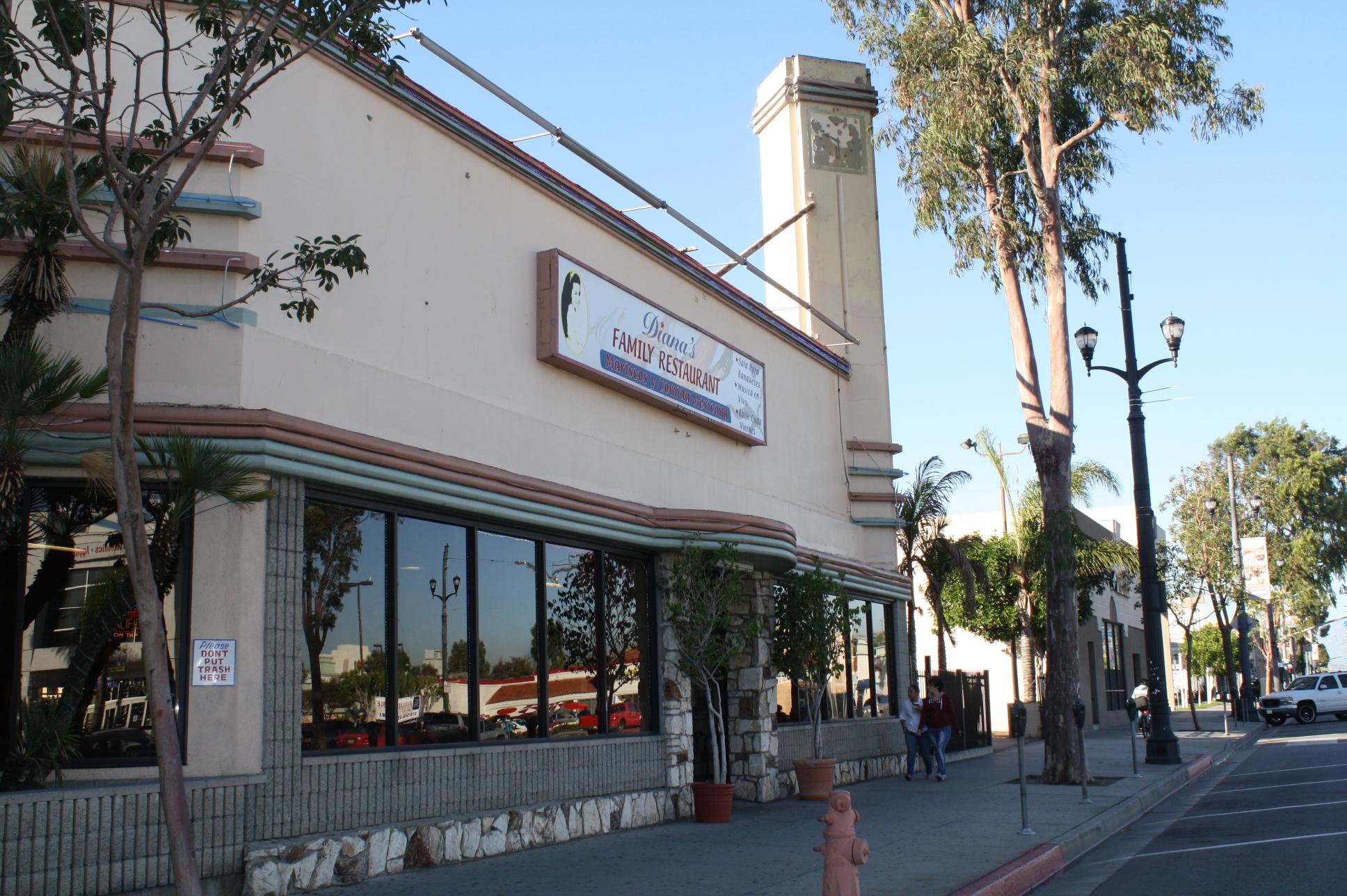 Fachada del restaurante Diana's en el 6035 Pacific Boulevard en Huntington Park. (Foto Agustín Durán/El Pasajero).