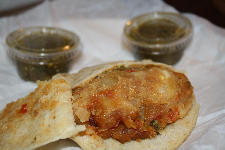 Gordita de papas con chile jalapeño (Foto de Agustín Durán/El Pasajero).