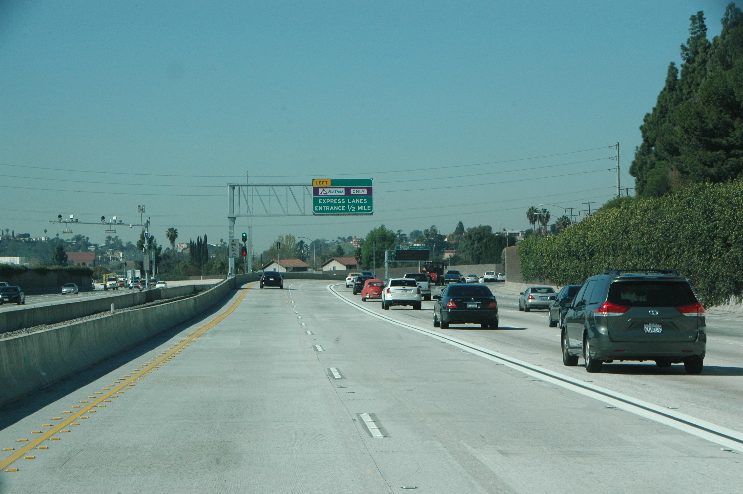 Vista de los ExpressLanes en la autopista 10.