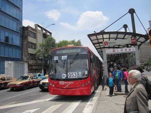Metrobús de la ciudad de México. Foto: María Luisa Arredondo/El Pasajero.