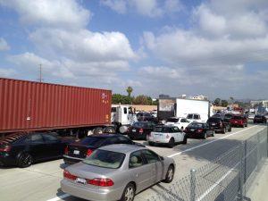 Aunque ya se reabrieron todos los carriles de la I-405, el tráfico sigue muy pesado. Foto: José Ubaldo/Metro.