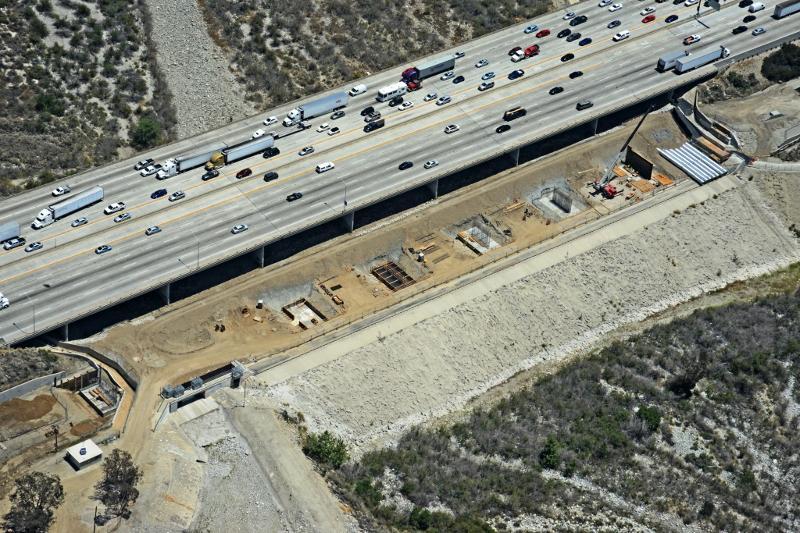 Trabajo de cimentación para el puente de San Gabriel River, junto a la autopista I-210, en Irwindale.