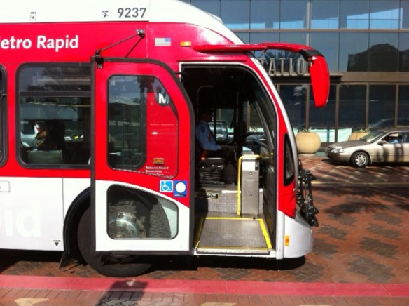 Metro cuenta con la flota de autobuses de piso bajo más grande del país.